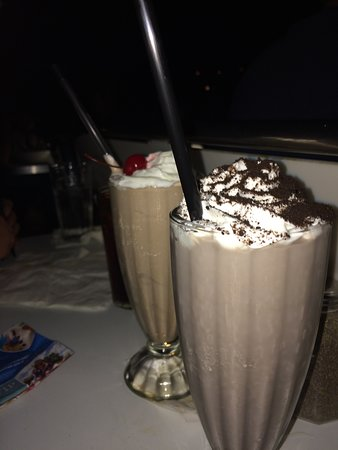 chocolate-and-oreo-shake