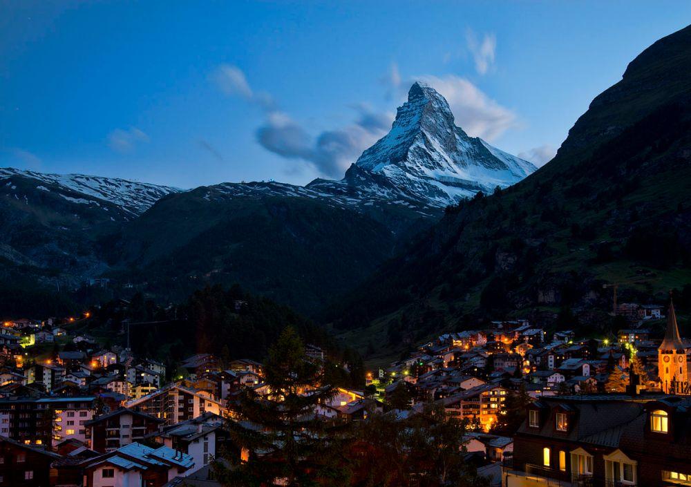 1200px-1_zermatt_night_2012