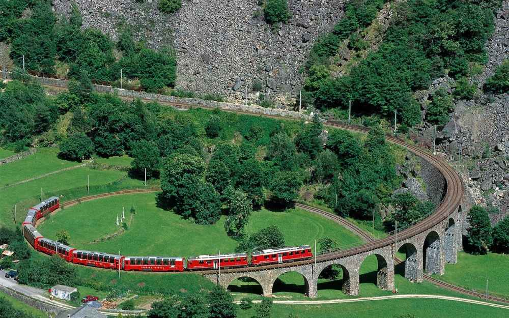 3884123d-3614-4426-99e9-dc233556b03d-8935-milan-day-trip-to-the-swiss-alps-by-bernina-express-from-milan-02