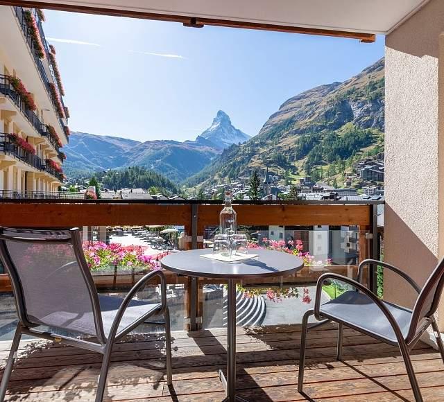 aussicht_matterhorn-villa-hotel-beau_site-zermatt__FocusFillWzY0MCw1ODAsIngiLDExNF0