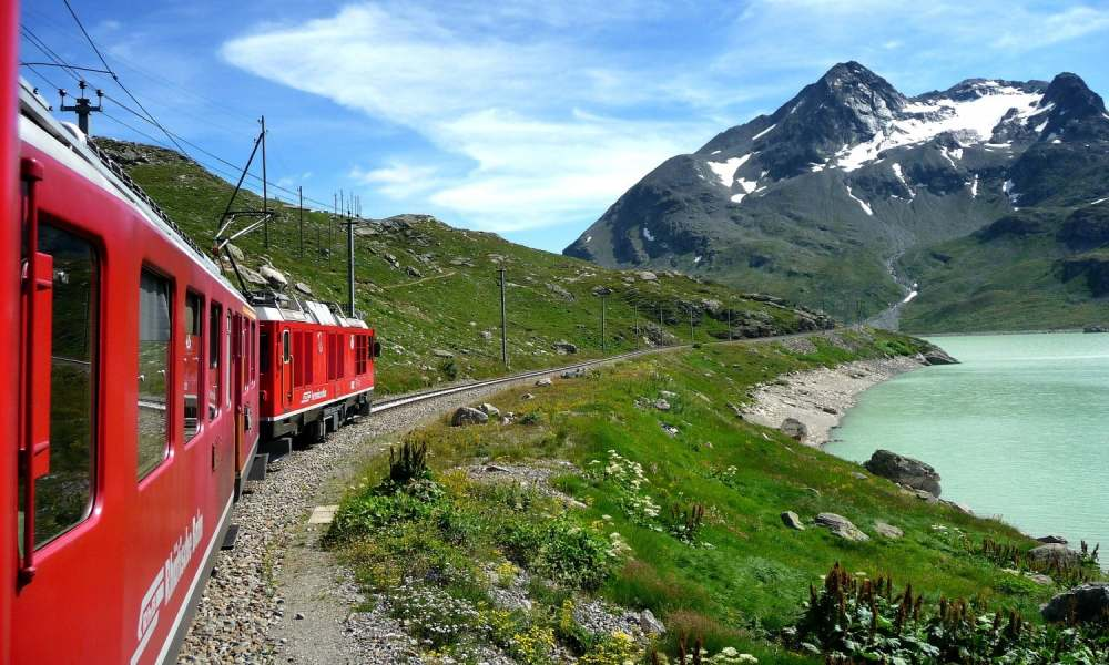 bernina-express-train-day-trip-to-the-swiss-alps_header-24124