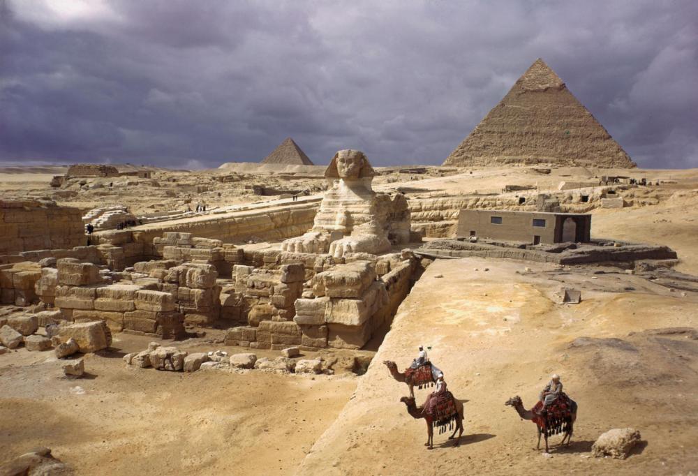 1-pyramids-giza-NationalGeographic_911975.ngsversion.1509625826157.adapt.1900.1
