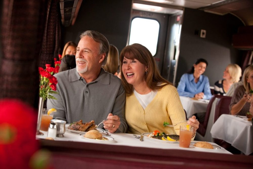 Couple-Dining-Car-Amtrak-1024x683