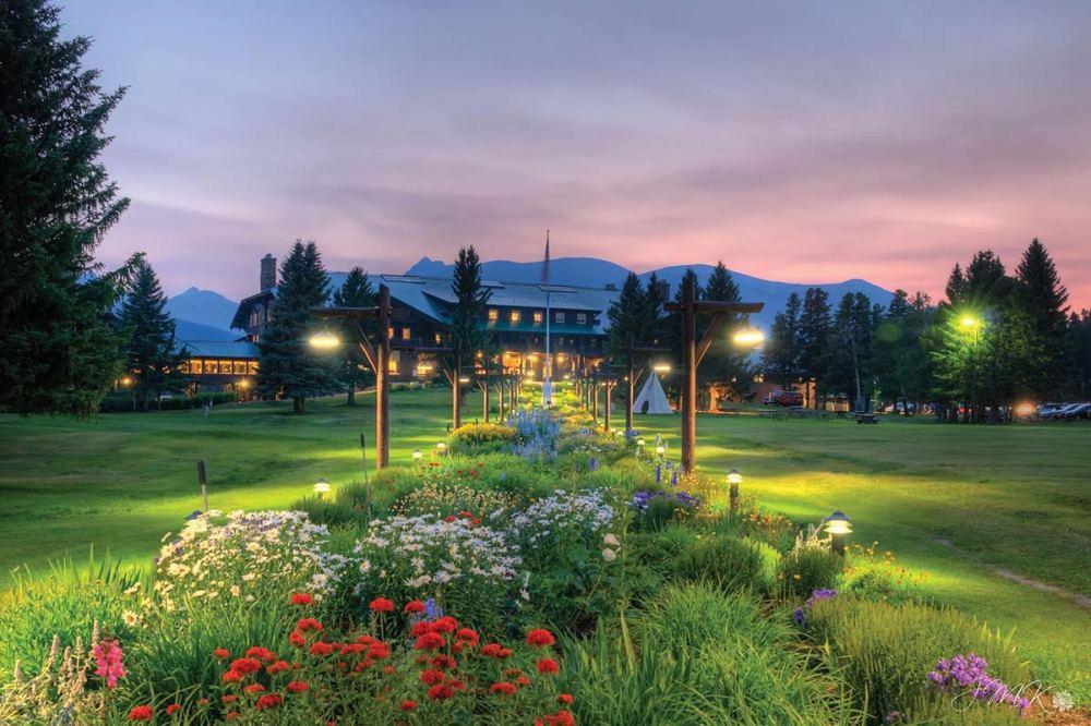 GI-glacier-park-lodge-exterior-garden-lights