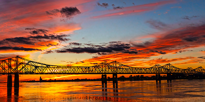 Natchez-Vidalia_Bridge_Sunset_700x350_tcm21-155309